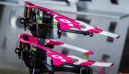 f54a52aa0202d A tetracampeã do Ironman, Chrissie Wellington perdeu sua avó há alguns anos  para a doença e em apoio à causa foi a primeira a usar os modelos de óculos  rosa ...